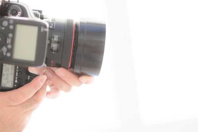 生まれたての姿を写真に残せるニューボーンフォトは自宅への出張も可能な【Studio7】で
